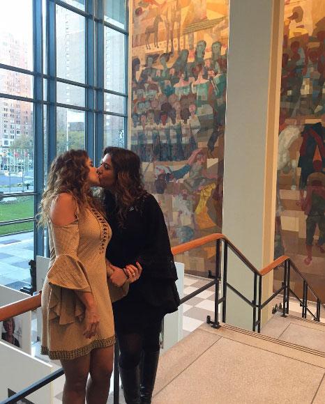 Daniela Mercury beija amada e aconselha: 'Celebrem o amor'