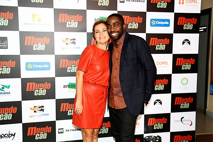 Lázaro Ramos e Adriana Esteves se divertem em pré-estreia