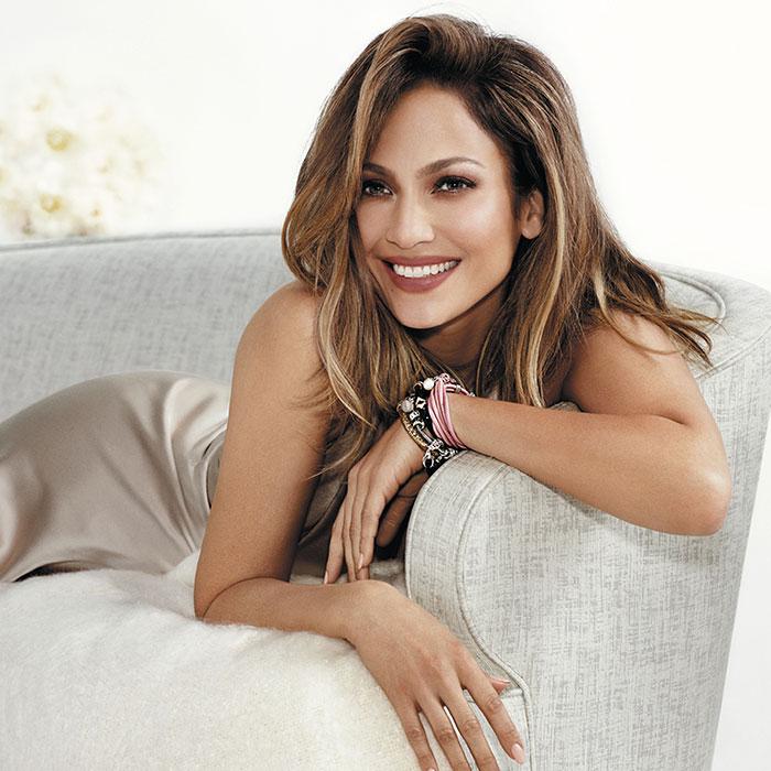 Jennifer Lopez lança nova linha de joias