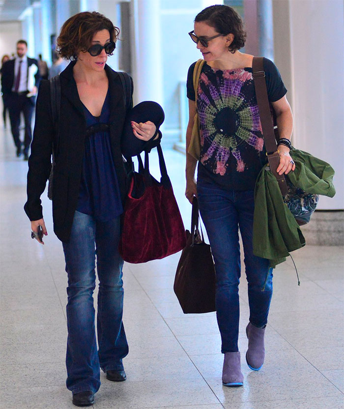 Júlia Lemmertz e Vanessa Gerbelli se encontram em aeroporto