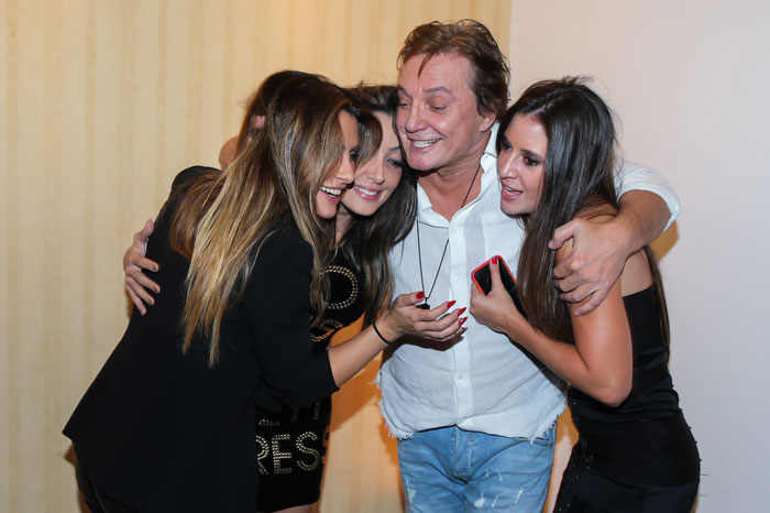 Fábio Jr. recebe abraço carinhoso das filhas após show