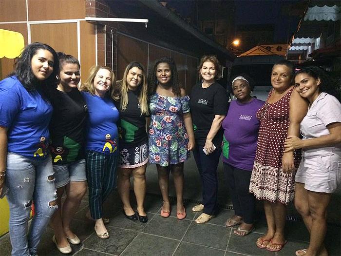 Preta Gil visita casa de cuida de crianças com câncer no Rio