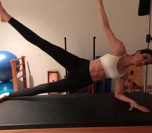 Luciana Gimenez exibe barriga trincada ao cuidar do corpo