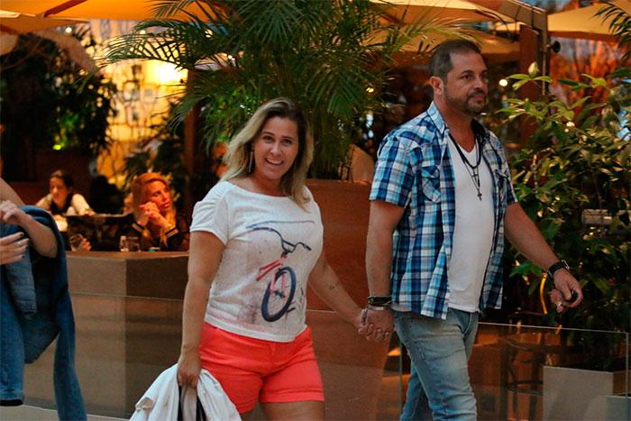 Andréia Sorvetão aproveita cinema com a filhas