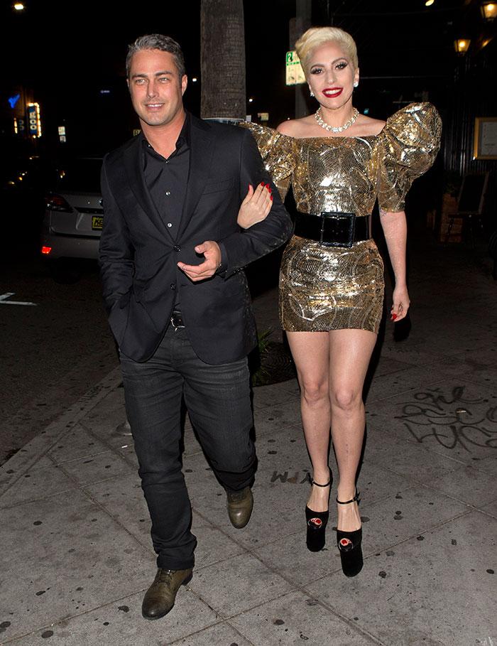 Lady Gaga usa look curtinho em sua festa de aniversário.