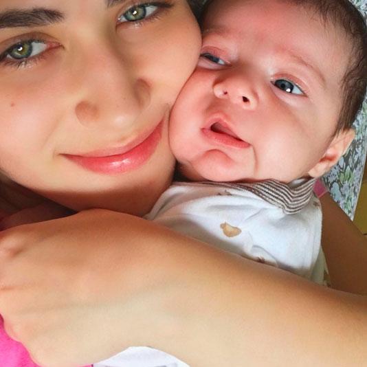 Jéssica Costa 'esmaga' o filho: 'Mamãe ama muito'