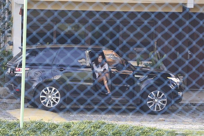 Cauã Reymond deixa Mariana Goldfarb em casa após passeio