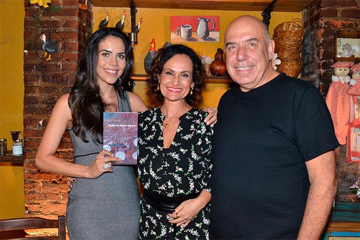 Faa Morena recebe amigos e convidados em lançamento