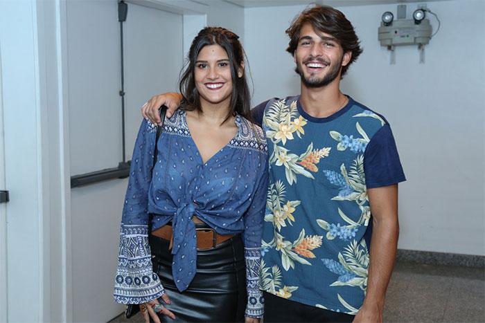 Giulia Costa e Brenno Leone curtem show juntinhos