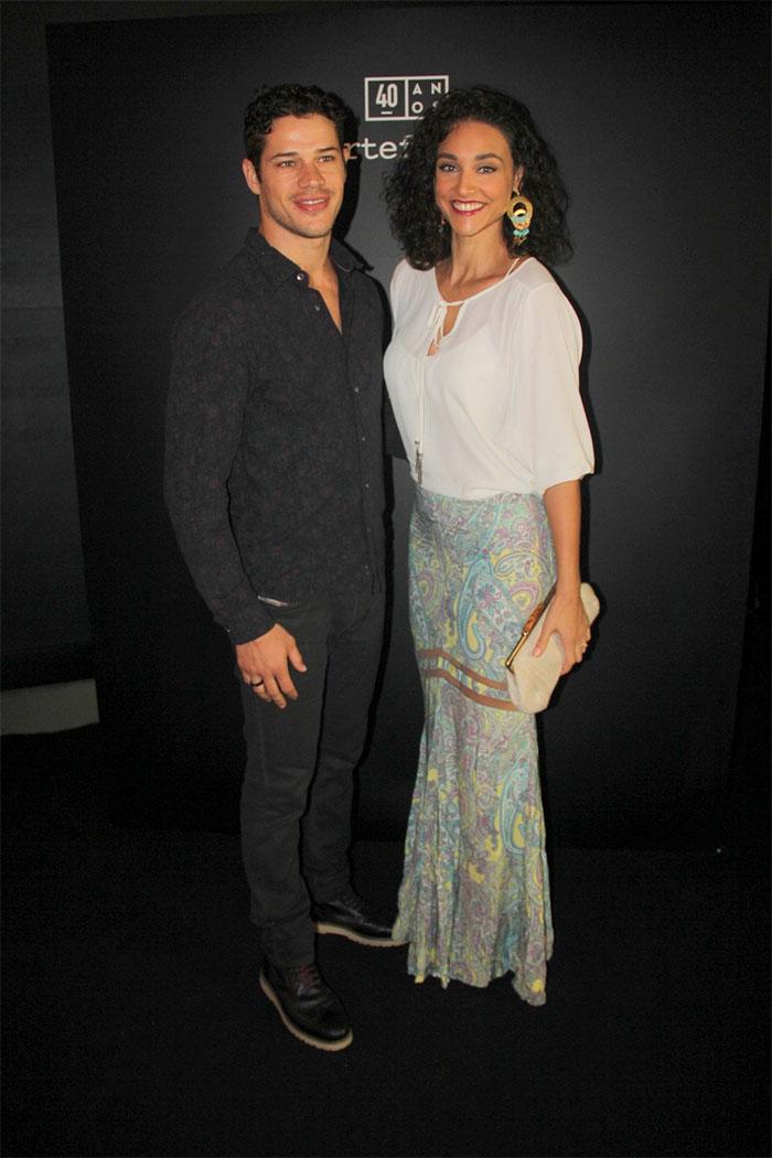José Loreto e Débora Nascimento arrasam no look para evento