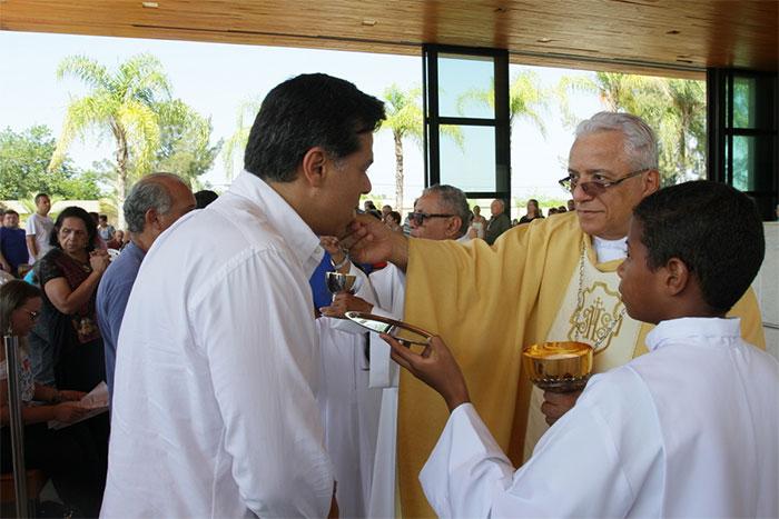 Maurício Mattar comemora 52 anos no Santuário de Fátima
