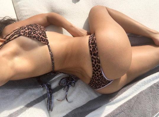 Kourtney Kardashian chama a atenção para o bumbum em foto