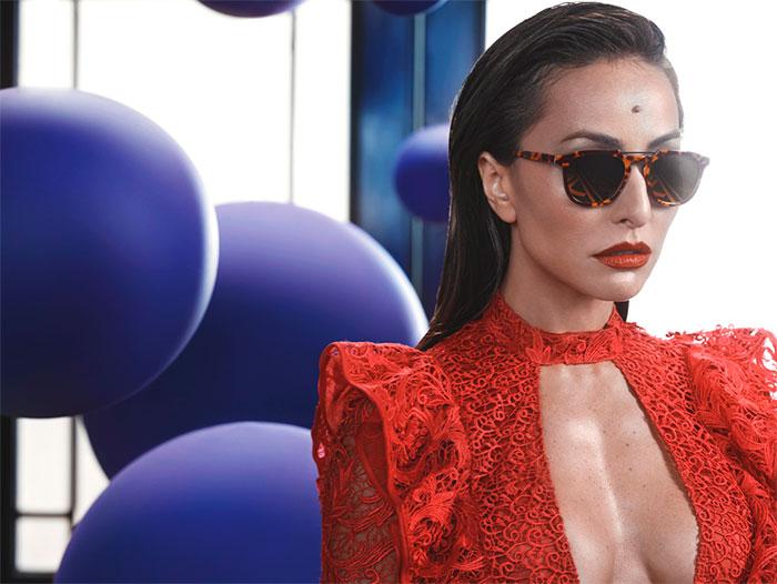 Sabrina Sato empresta charme para própria linha de óculos