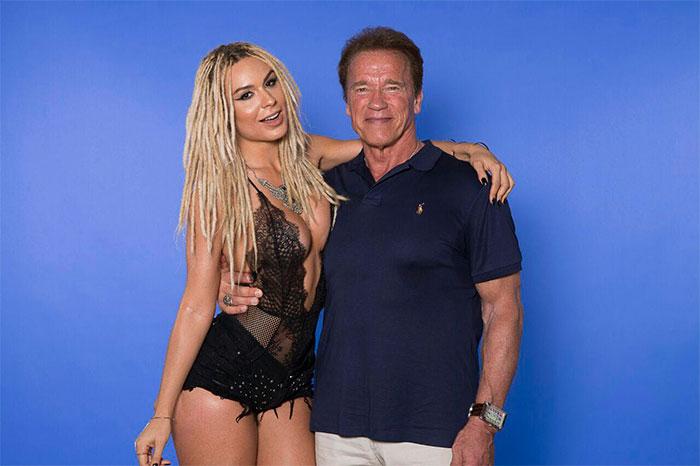 Fernanda Lacerda posa com Arnold Schwarzenegger