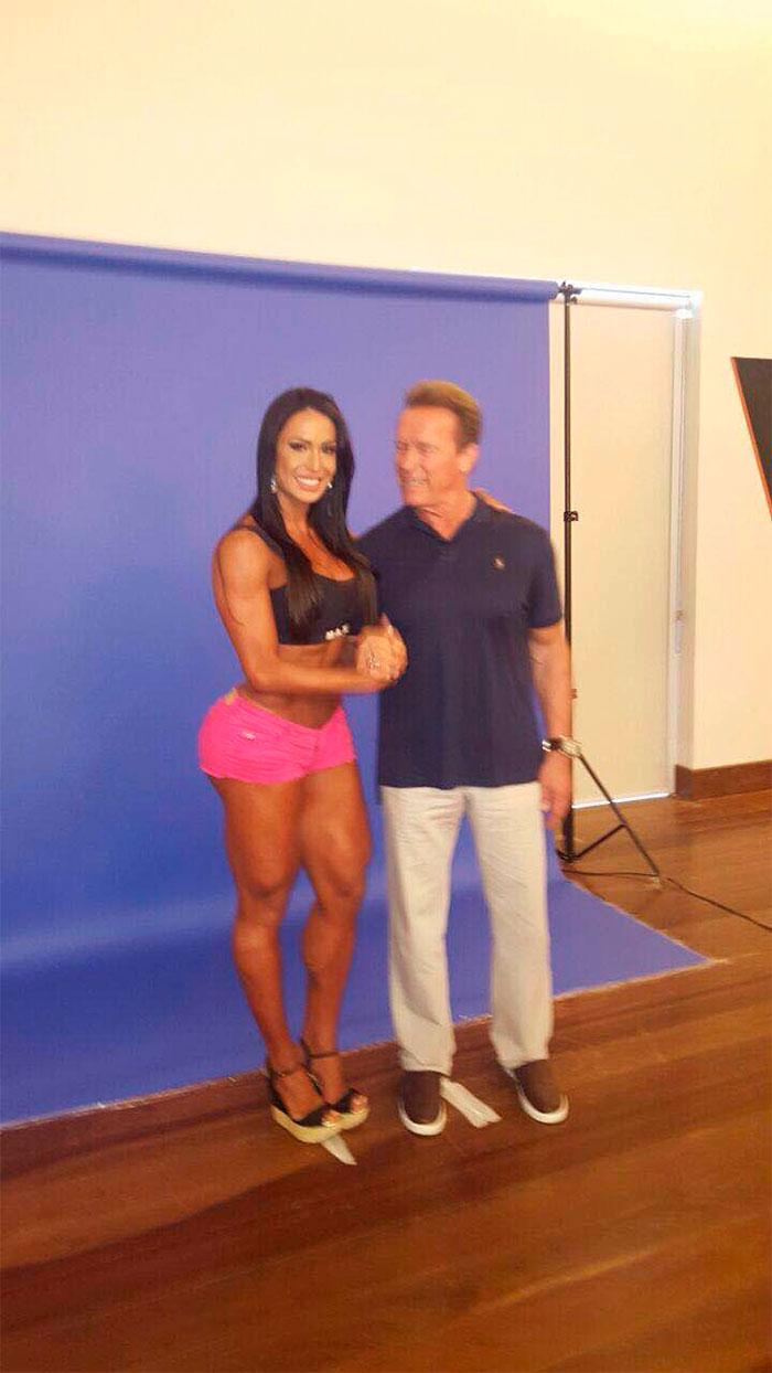 Arnold Schwarzenegger elogia Gracyanne: 'Bonita e forte'
