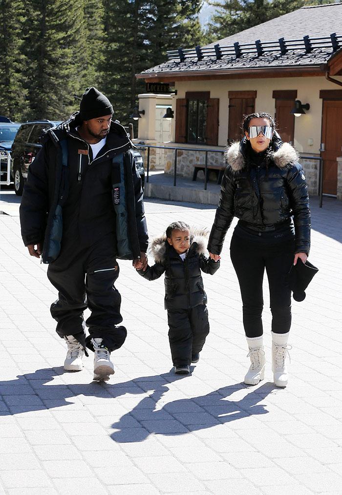 Kim Kardashian curte o frio junto com North West