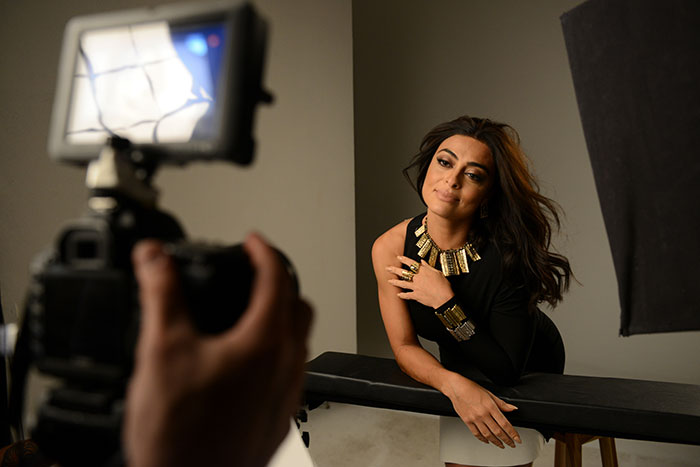 Juliana Paes surge lindíssima em campanha publicitária