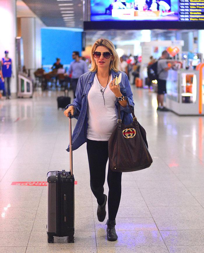 Grávida, Antônia Fontenelle esbanja estilo para viajar