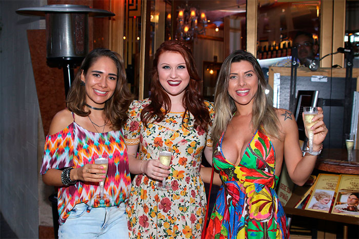Ana Paula Minerato exibe Gucci em evento de Bruna Pasquotto