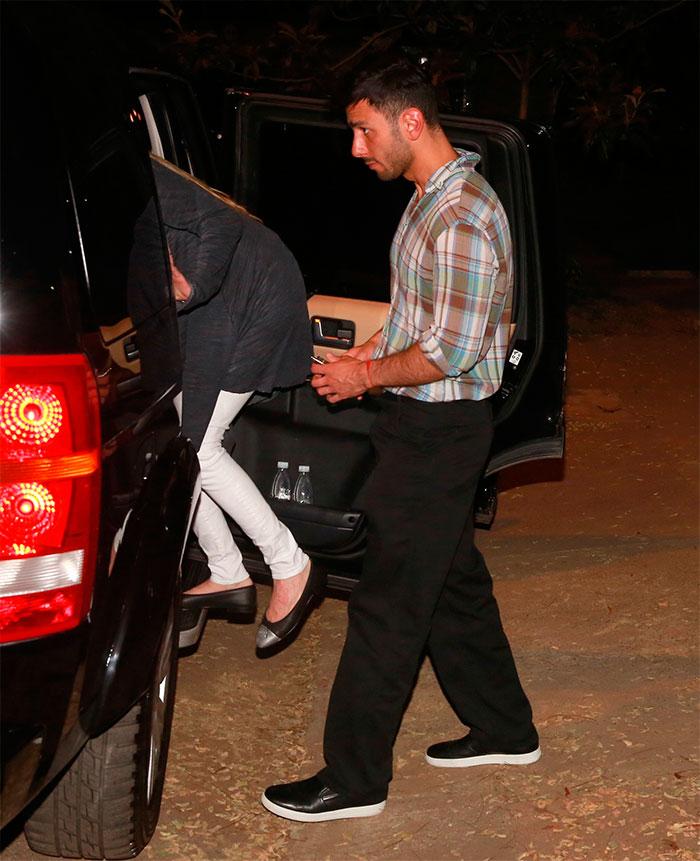 Ricky Martin capricha no look para passagem de som em SP