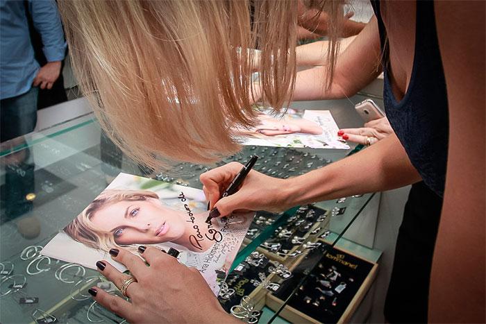 Ana Hickmann lança coleção de joias para a Rommanel