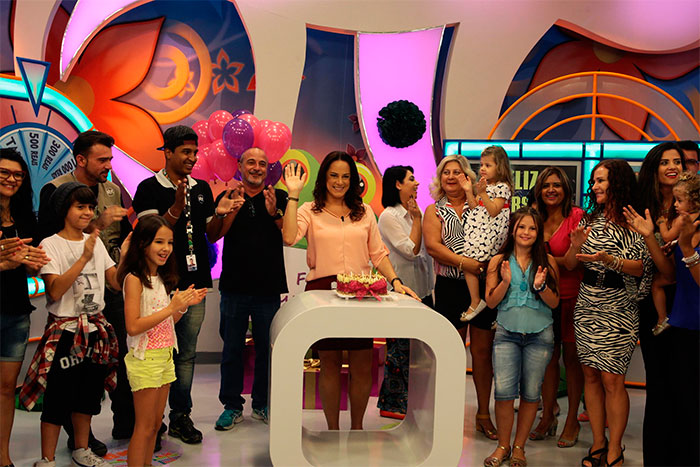 Silvia Abravanel ganha festa surpresa no Bom Dia & Cia