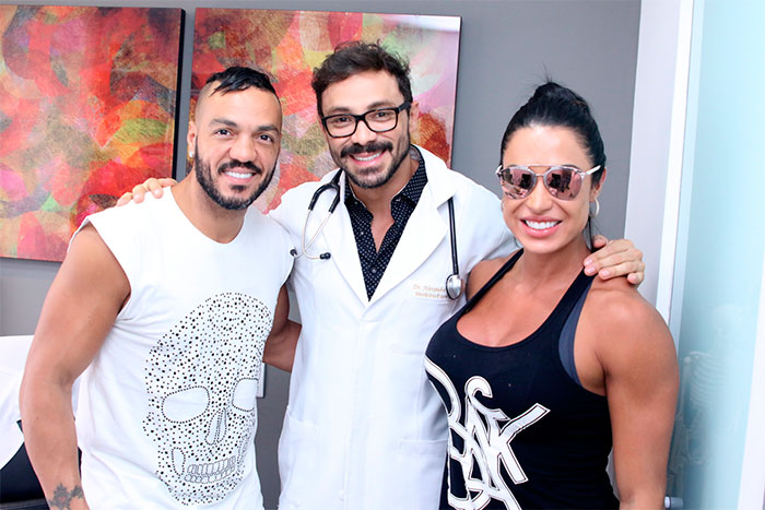 Gracyanne Barbosa faz tratamento para congelar gordura