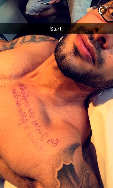 Ex-BBB Renan decide fazer nova tatuagem. Confira!