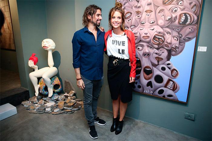 Juliana Didone prestigia namorado em exposição