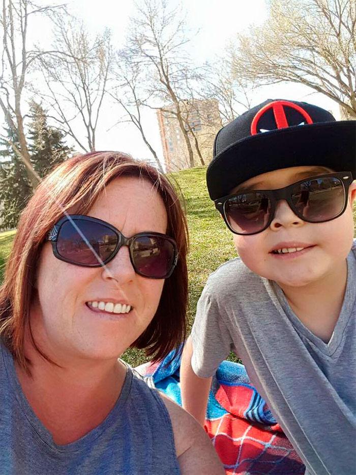 Ryan Reynolds homenageia menino com câncer