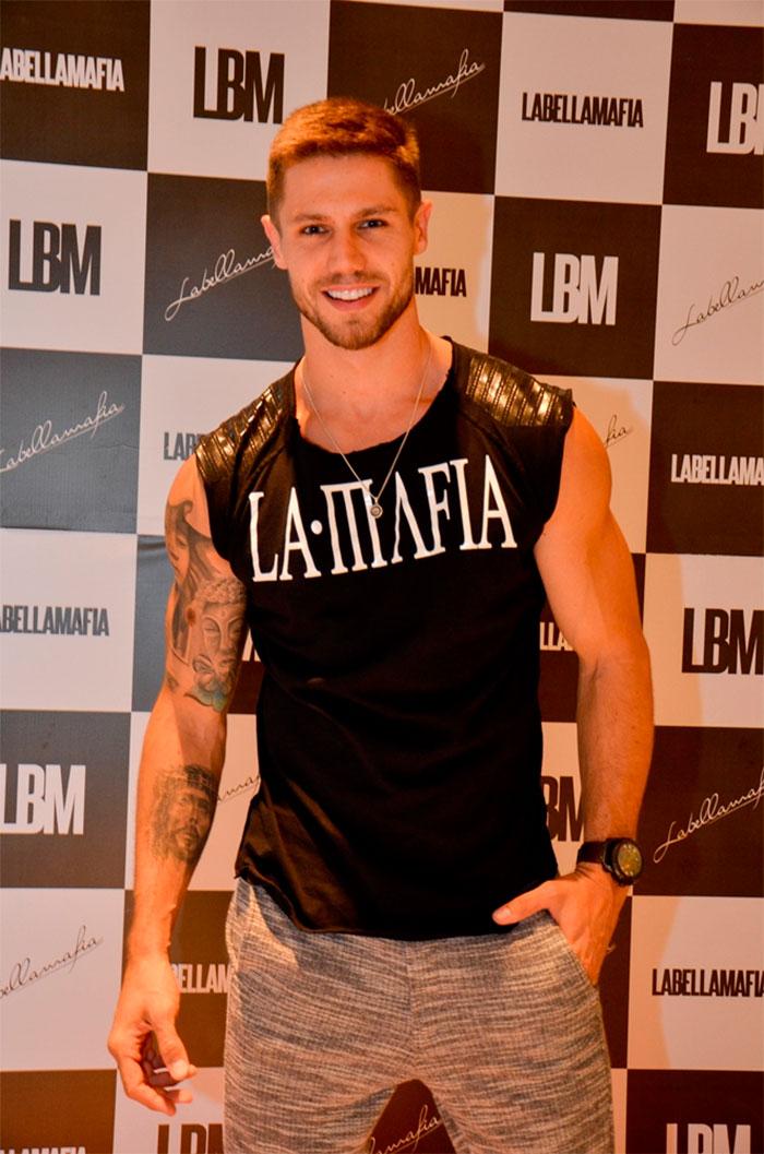 Jonas Sulzbach é presença VIP na inauguração da Labellamafia