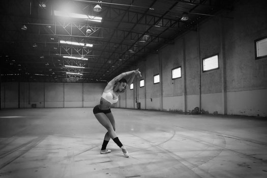 Aline Riscado arrasa na foto para Dia Internacional da Dança