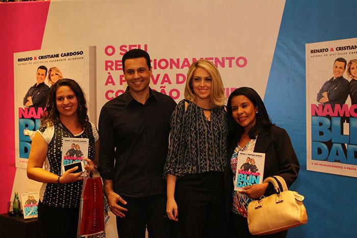 Apresentadores do The Love School lançam livro no Rio