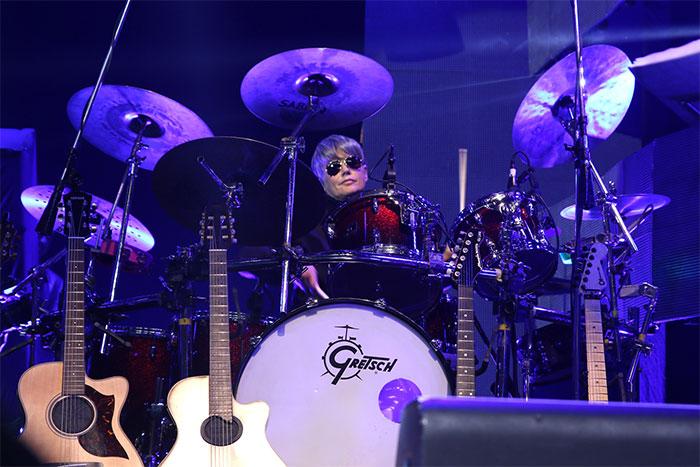 Xuxa toca bateria em show de Zezé Di Camargo e Luciano