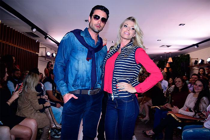 Sergio Marone e Caroline Bittencourt desfilam em São Paulo