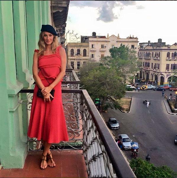 Gisele Bündchen assiste desfile e passeia por Havana, Cuba