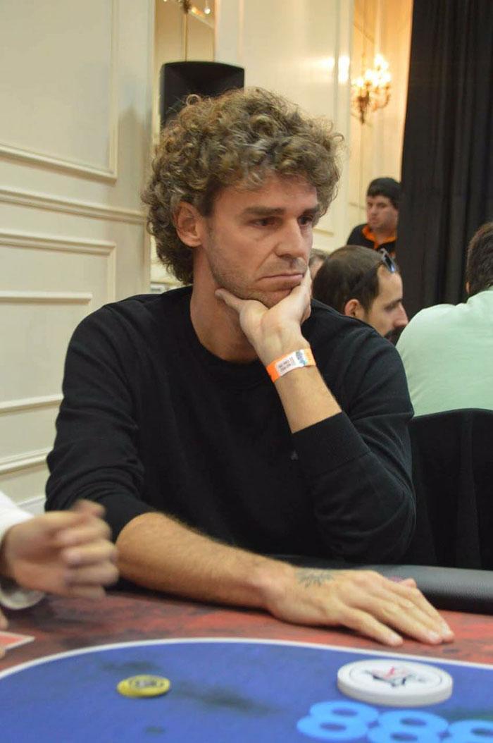 Guga e Denílson trocam a raquete e a bola pelo poker