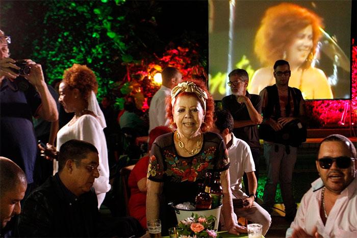 Zeca Pagodinho e famosos vão a aniversário de Beth Carvalho