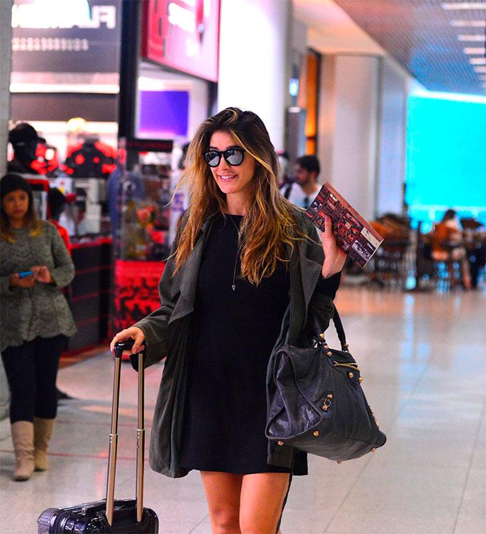 Rafa brites esbanja estilo em aeroporto do Rio de Janeiro