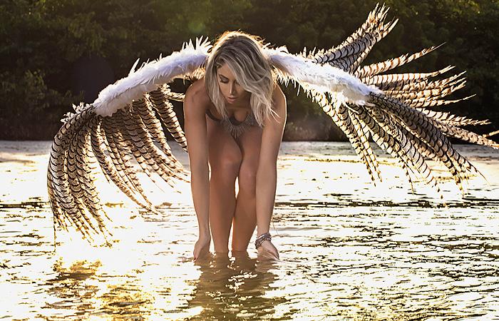 Carol Narizinho faz ensaio como um 'anjo' e sensualiza