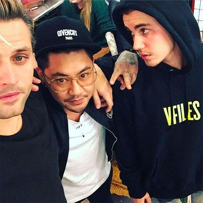 Justin Bieber faz tatuagem no rosto e choca fãs