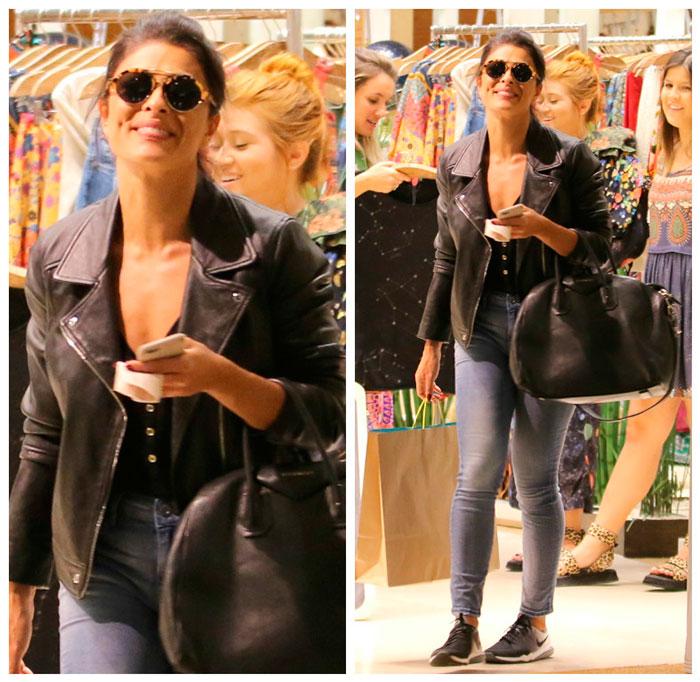 Confortável, Juliana Paes aposta em jaqueta preta e jeans