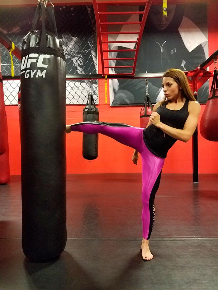 Jennifer de Paula treina Muay Thai em Nova York