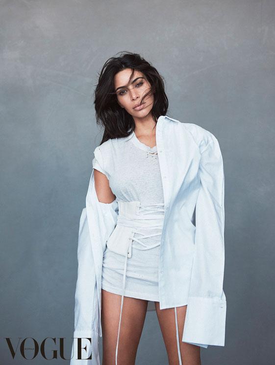 Kim Kardashian posa pela 1ª vez após nascimento de Saint