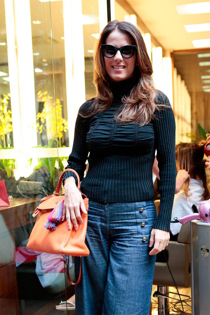 Isabella Fiorentino é pura elegância em evento de beleza