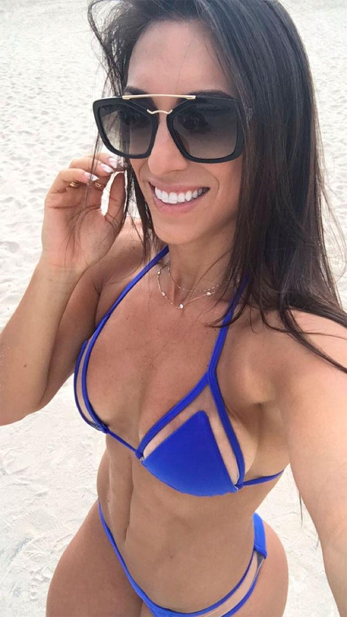Gabi Dezan, life coach badalada, curte Miami com marido