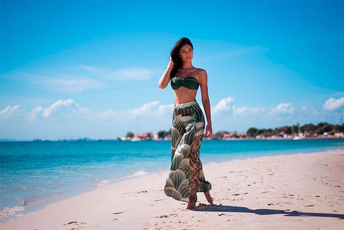 Sheislane Hayalla mostra sua beleza na praia de Terra Boa