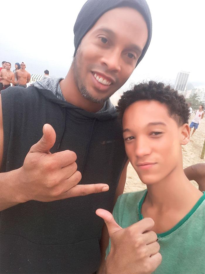 Ronaldinho Gaúcho e Nicollas Paixão gravam no Rio de Janeiro