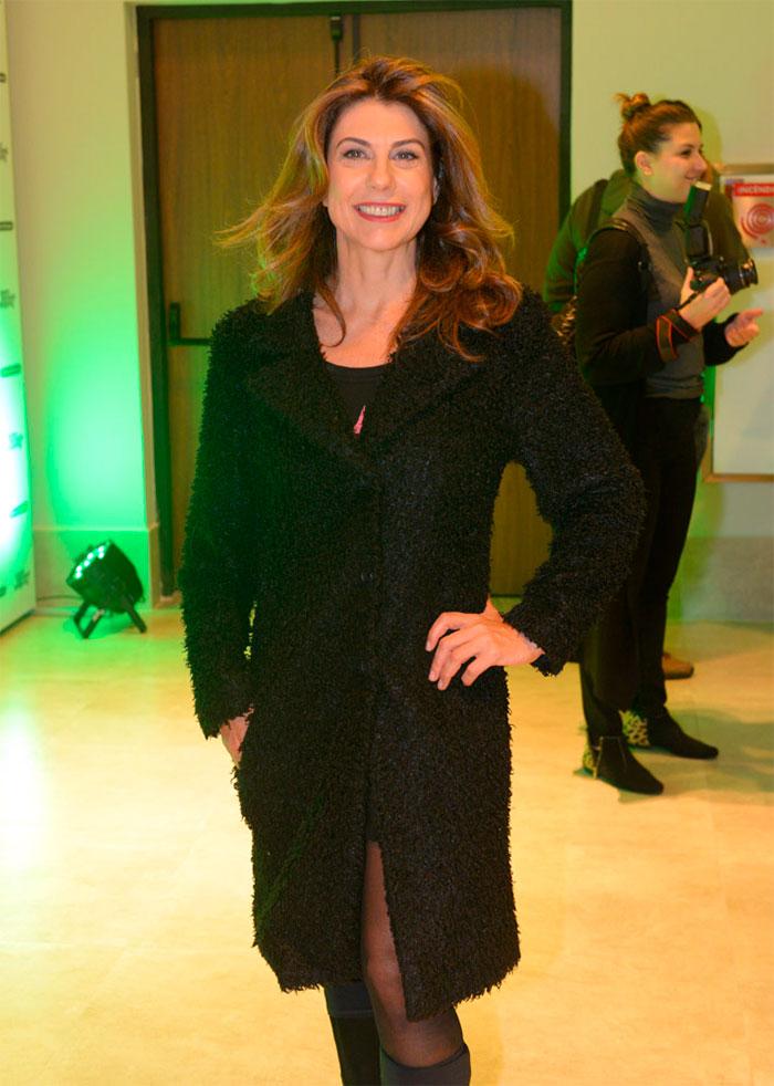 Regina Duarte prestigia peça da nora Regiane Alves