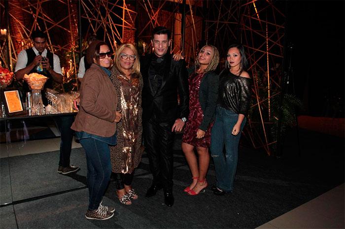 Junior Donatto comemora 40 anos com festa cheia de famosos